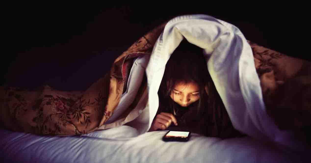 Por obsesión a aparatos electrónicos, niños y jóvenes sufren de insomnio