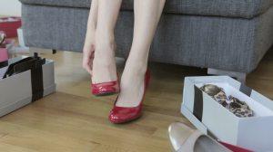 998141060-variacion-gracia-zapatos-altos-probar